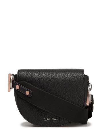Calvin Klein Quinn Saddle Bag, 00 14343017
