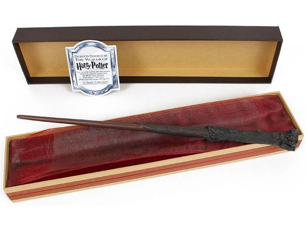 Harry Potterin taikasauva Ollivanderin laatikossa