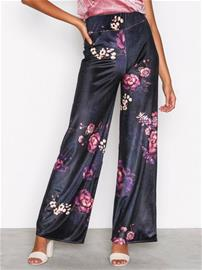 NLY Trend Wide Velvet Set Pants Housut Kuviollinen