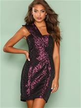 NLY Trend Pleated Shoulder Dress Kotelomekot Kuviollinen