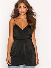 Motel Furia Slip Dress Loose fit Black