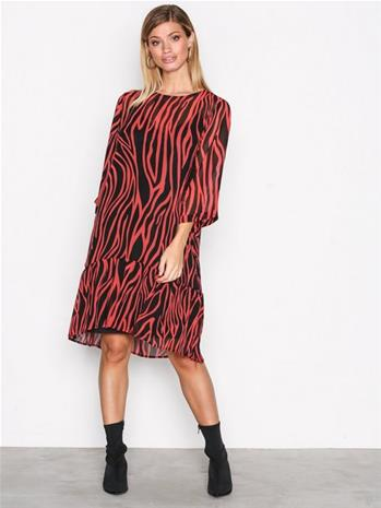 Selected Femme Sfaggy 3/4 Dress Ofw Loose fit dresses Punainen