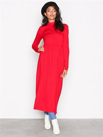 NLY Trend Gathered Turtleneck Dress Loose fit dresses Punainen