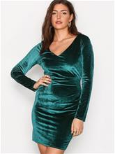 NLY Trend Flirty Velvet Dress Kotelomekot Tummanvihreä