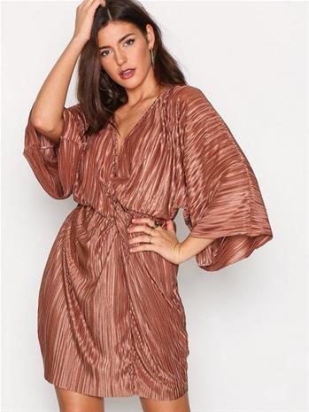 NLY Trend Knot Pleat Kimono Dress Loose fit dresses Bronze