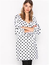 NLY Trend Wrap Shoulder Dress Loose fit dresses Dots