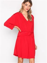 NLY Trend Knot Slit Dress Loose fit dresses Punainen