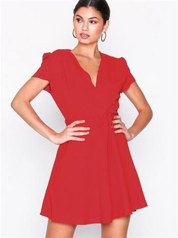 Glamorous Short Sleeve Dress Väljät mekot Red