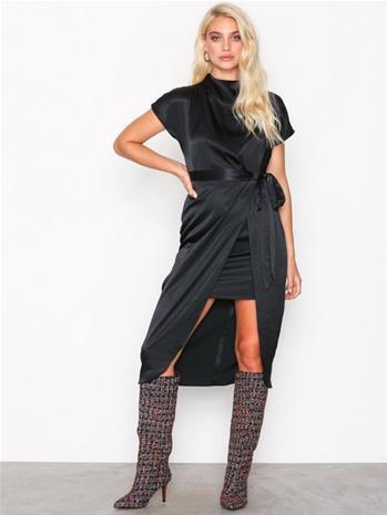 River Island Short Sleeve Waisted Dress Maksimekot Black