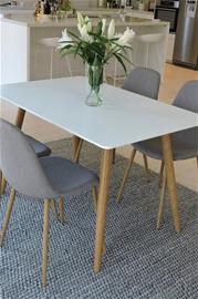 """Ellos """"Polar-ruokaryhmä, jossa pöytä ja 4 tuolia"""""""