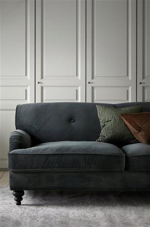 "Ellos ""Hillmaj-sohva samettia, 3:n istuttava"""
