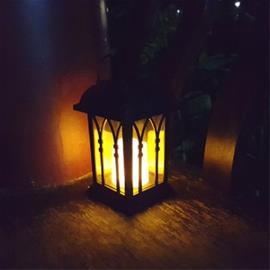 LED-kynttilä lyhty aurinkopaneelilla - Koristelematon