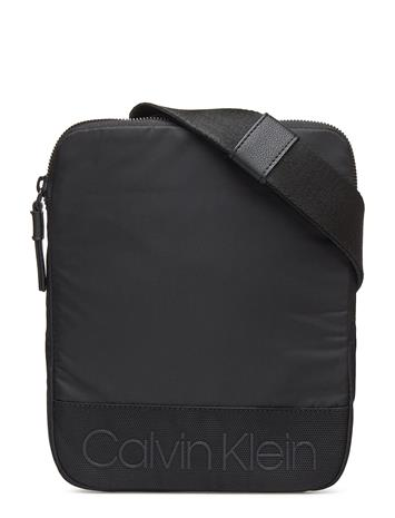 Calvin Klein Shadow Flat Crossover Musta