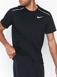 Nike M Nk Brthe Rise 365 Ss Treeni t-paidat Musta