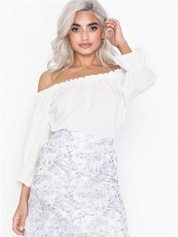 NLY Trend Frill Off Shoulder Top