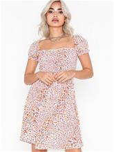 Glamorous Short Sleeve Flower Dress
