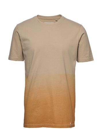 Anerkjendt Akrod T-Shirt T-shirts Short-sleeved Beige Anerkjendt INCA GOLD