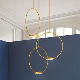 Gibas Kolmilamppuinen, kultainen Odigotto LED-kattovalo