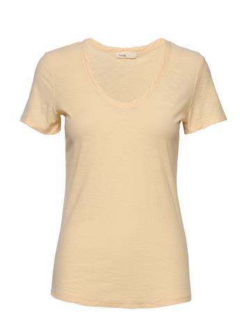 Levete Room Lr-Any T-shirts & Tops Short-sleeved Keltainen Levete Room L313 - CHAMOMILE