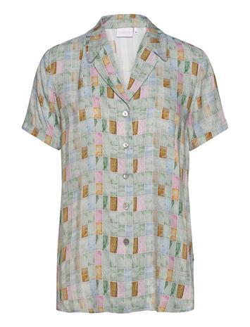 Coster Copenhagen Shirt W. Piping Blouses Short-sleeved Vihreä Coster Copenhagen TILE PRINT