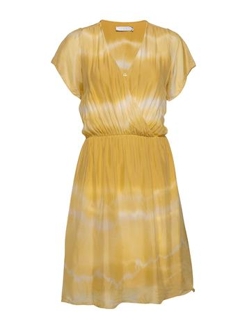 Coster Copenhagen Dress W. Elastic Band At Waist Polvipituinen Mekko Keltainen Coster Copenhagen LIGHT YELLOW TIE DYE