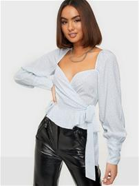 NLY Trend Wrapped Around Love Blouse Vaaleansininen