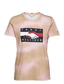 Tommy Hilfiger Abo Earth Day Flag Tee T-shirts & Tops Short-sleeved Kulta Tommy Hilfiger GENTLE GOLD / PASTEL PINK PRT