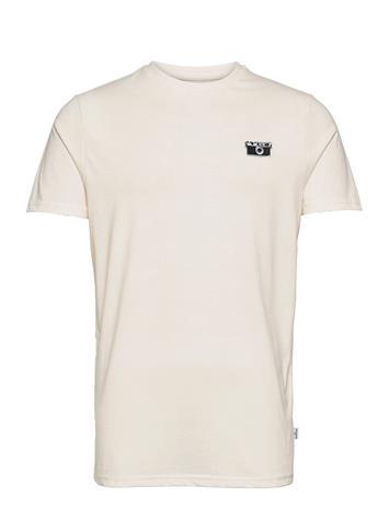 Kronstadt Embrodery Recycled Cotton T-Shirt T-shirts Short-sleeved Kermanvärinen Kronstadt CAMERA