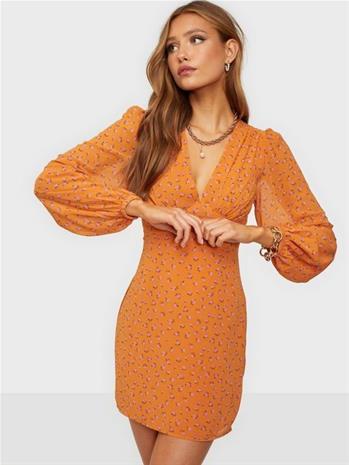 Glamorous Nelly x Glamorous Crepe Mini Dress Oranssi