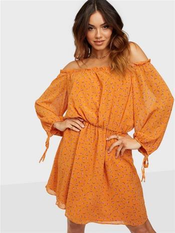 Glamorous Nelly x Glamorous Long Sleeve Chiffon Dress Oranssi