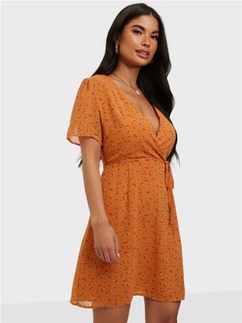 Glamorous Nelly x Glamorous Puff Sleeve Wrap Dress Oranssi