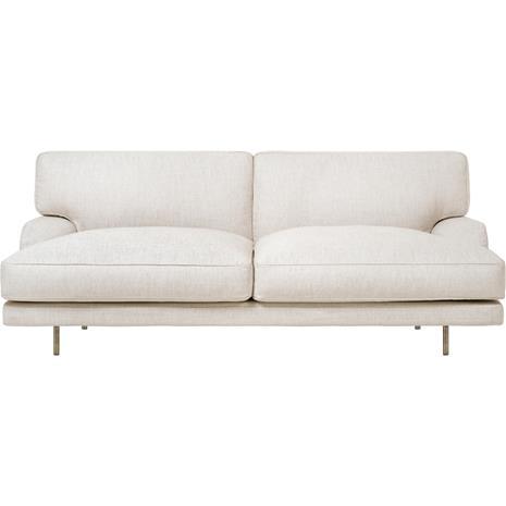 Gubi Flaneur Sofa LC 2,5-Seater, Legs Brass / Hot Madison 419 Off White
